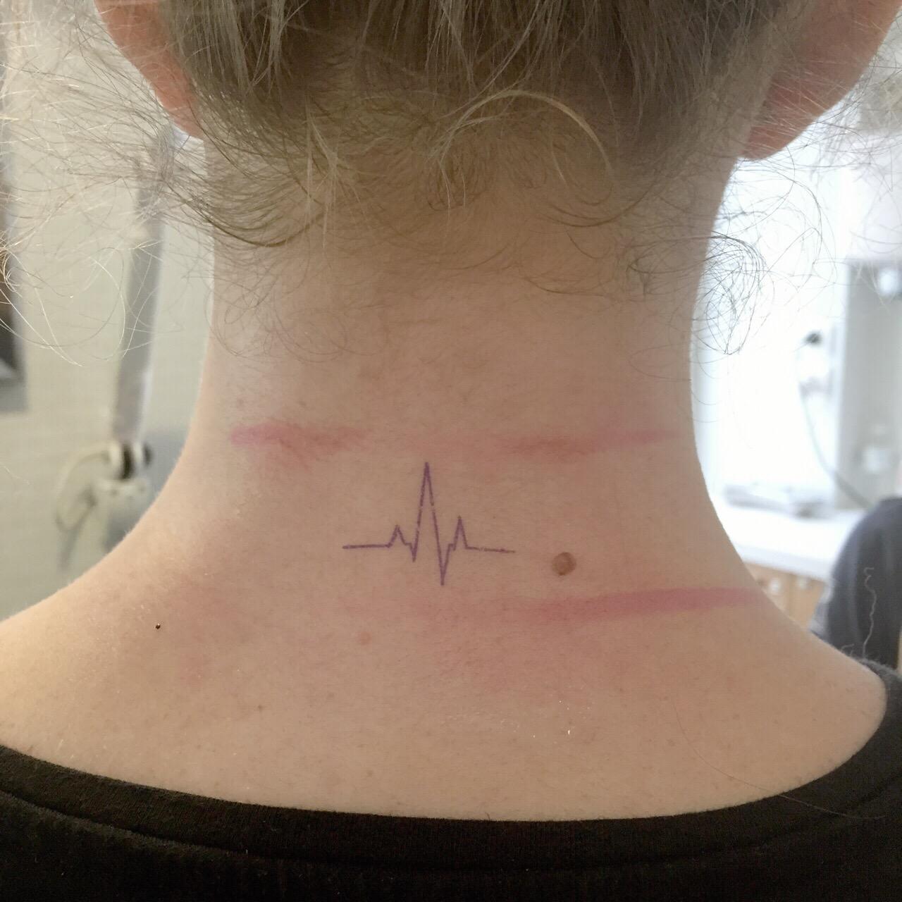 coline et son dino - tatouage